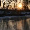 Vereistes Ufer in der Abendsonne bei Warthe