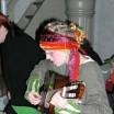 Junge Gitarristin mit Kopfschmuck 1