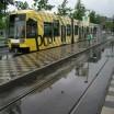 Tram in Düsseldorf im Regen 1